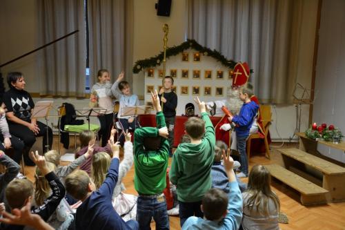Adventhaus und Nikolaus in der Volksschule 2019